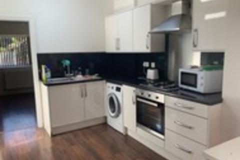 6 bedroom property to rent - Moorfield Avenue 6 bedroom, falloefield, Manchester