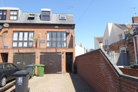 3 bedroom end of terrace house to rent - Fiskes Opening, Gorleston