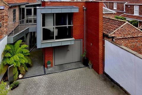 5 bedroom link detached house for sale - Minster Yard North, Beverley, East Yorkshire, HU17