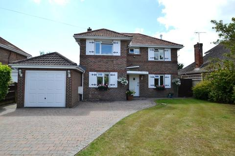 4 bedroom detached house for sale - Telgarth Road, Ferring, BN12 5PX