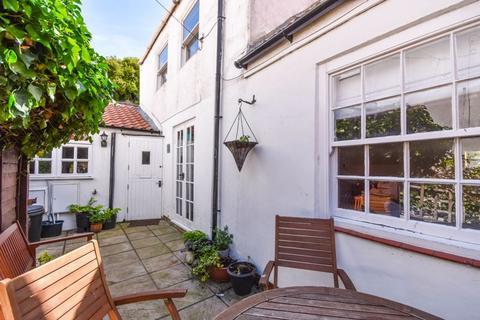 3 bedroom cottage for sale - White Horse Yard, Whitby