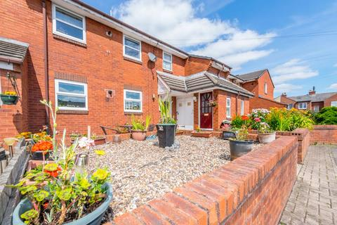 2 bedroom flat for sale - Frensham Avenue, Morley, Leeds