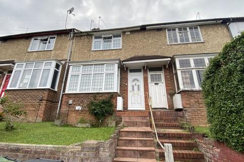 2 bedroom terraced house for sale - Pomfret Avenue, Luton