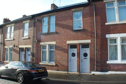 3 bedroom apartment to rent - * EXCELLENT PRICE * Barrasford Street, Wallsend