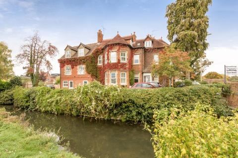 Guest house for sale - Lakeside, Oxford City