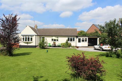3 bedroom detached bungalow for sale - Oak Road, Market Weighton, York