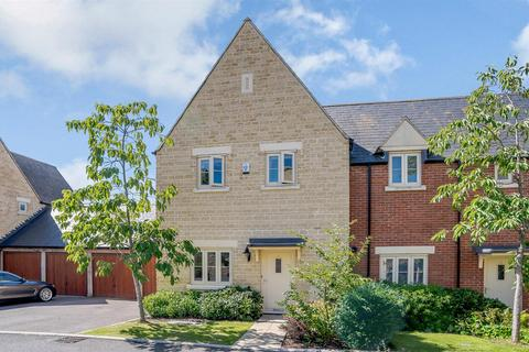 3 bedroom end of terrace house for sale - Shilham Way, Cirencester