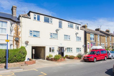 2 bedroom flat for sale - Court Road, Walmer, Deal