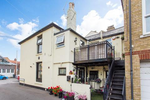 2 bedroom apartment for sale - Cambridge Road, Walmer, Deal
