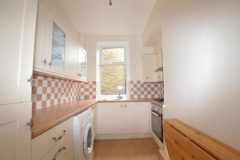 3 bedroom end of terrace house to rent - Beech Square, Clayton, Bradford