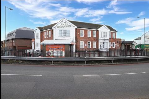 Property to rent - Bath Road, Hounslow, Middlesex