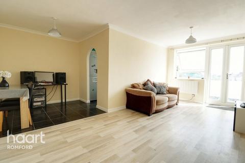 2 bedroom apartment - London Road, Romford