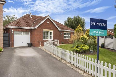 2 bedroom detached bungalow for sale - Lea Close, Leven, East Yorkshire, HU17 5NB