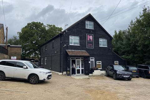 Property to rent - Brewery Road, Hoddesdon, EN11