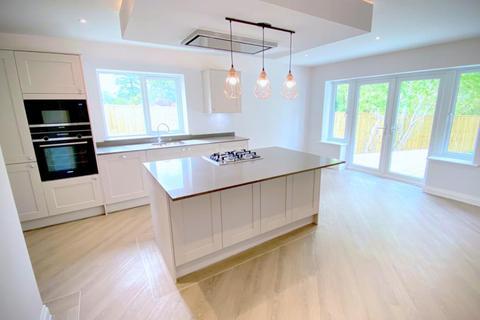 3 bedroom detached bungalow for sale - Oaks Drive, St Leonards, Ringwood, BH24 2QT