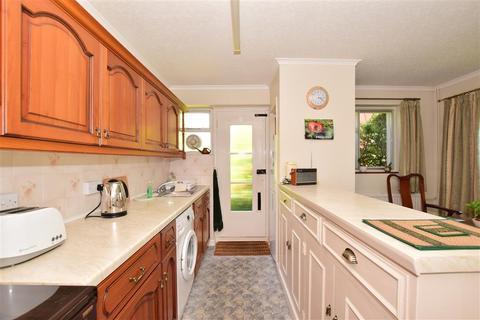 2 bedroom detached bungalow for sale - West Cross Gardens, Tenterden, Kent