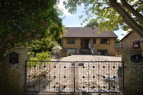 4 bedroom detached house for sale - Beasley's Ait