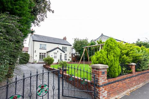 3 bedroom detached house for sale - Davyhulme Road, Davyhulme, Manchester, M41