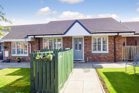 2 bedroom bungalow for sale - Stanton Court, North Shields