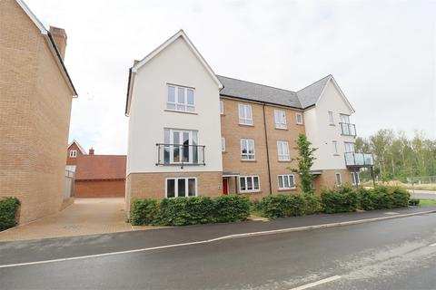 5 bedroom semi-detached house for sale - Albatross Way, Chelmsford