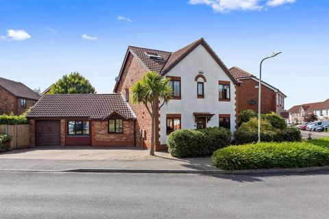 5 bedroom detached house for sale - Smithy Drive, Park Farm, Ashford