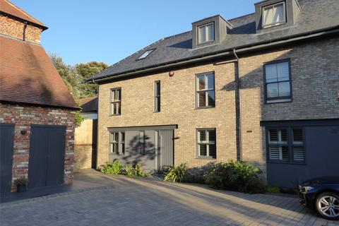 3 bedroom townhouse for sale - Wellington Mews, Broyle Road, Chichester, West Sussex, PO19