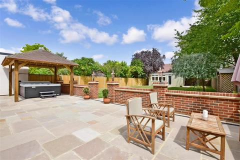 4 bedroom detached house for sale - Penenden Heath Road, Maidstone, Kent