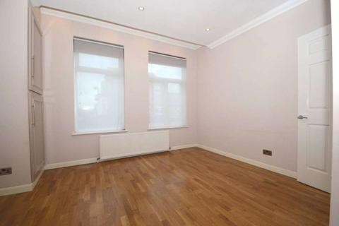 2 bedroom flat to rent - Friern Barnet Road N11