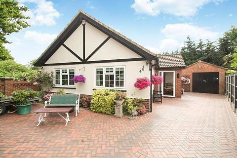 4 bedroom chalet for sale - Flintlock Close, Stanwell Moor, TW19