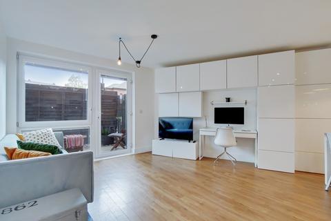 1 bedroom flat for sale - Creek Road, SE8