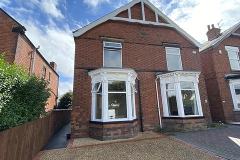 3 bedroom semi-detached house for sale - Chatsworth Road, Brampton, Chesterfield, S40 3JS