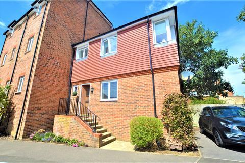2 bedroom semi-detached house for sale - Tekram Close, Edenbridge, Kent, TN8