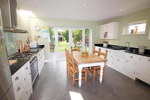 4 bedroom semi-detached house to rent - Moor Avenue, Witney OX28 6LJ