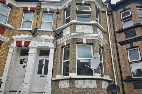4 bedroom house for sale - Heverham Road, London