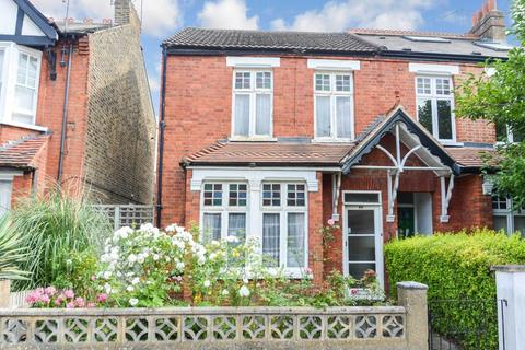 3 bedroom semi-detached house for sale - Clifden Road, Brentford