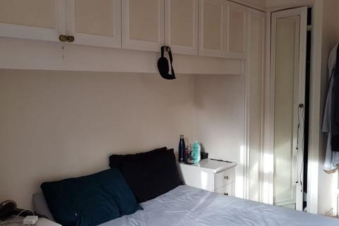 4 bedroom house share to rent - Double Room to Rent in St. Agnes Place,Kennington.