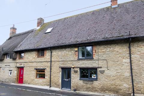 2 bedroom cottage for sale - Main Street, Westbury
