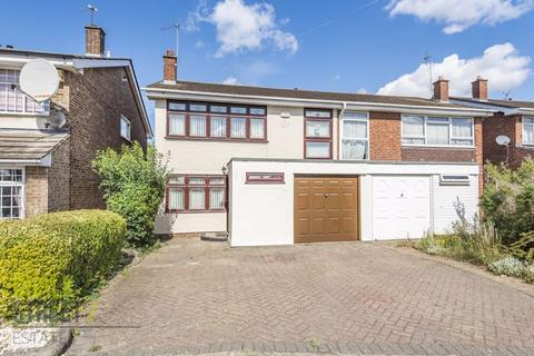 4 bedroom semi-detached house for sale - Fulmar Road, Hornchurch, RM12