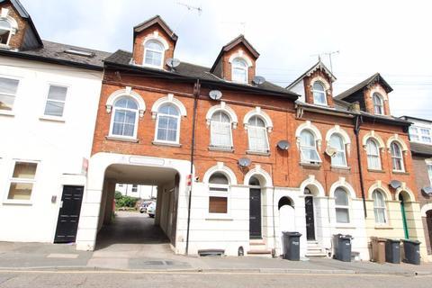 Studio to rent - Cardigan Gardens, Town - Ref:P1663