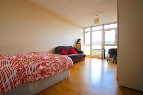 3 bedroom house to rent - Farthing Fields, London