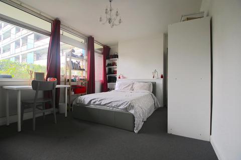 4 bedroom flat to rent - Bigland Street, London