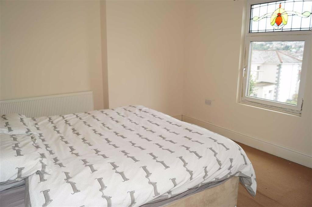 Bedroom 1 (front) master