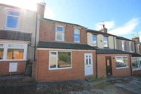 3 bedroom terraced house to rent - Clarence Gardens, Crook
