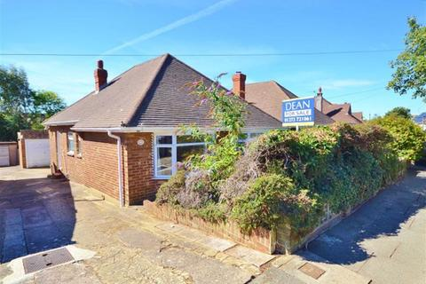 3 bedroom detached bungalow for sale - Meadway Crescent, Hove
