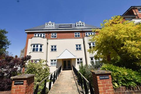 3 bedroom flat for sale - Jevington Gardens, Eastbourne