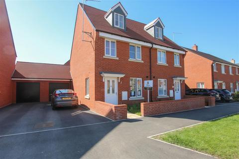 3 bedroom semi-detached house for sale - President Road, Aylesbury