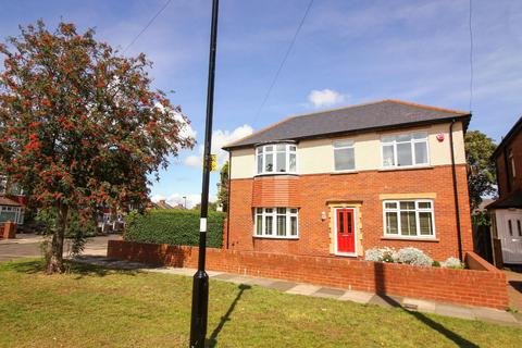 3 bedroom detached house for sale - Springfield Grove, Whitley Bay