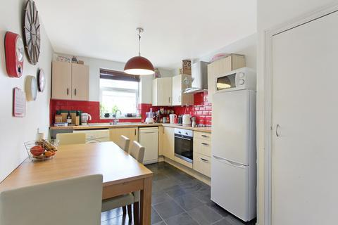 3 bedroom flat to rent - Bolton road, Stratford