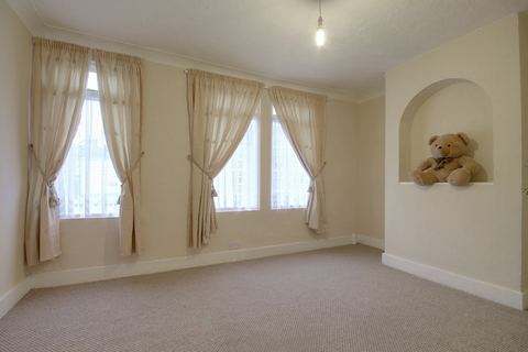 1 bedroom flat to rent - Forest Road