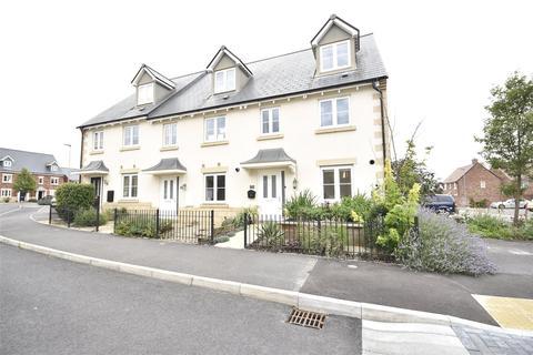 3 bedroom semi-detached house for sale - Sunrise Avenue, Bishops Cleeve, Cheltenham, Gloucestershire, GL52